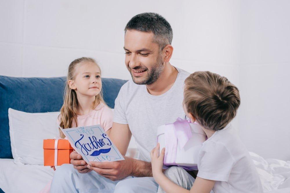 Få styr på børnene til fejringen af fars dag