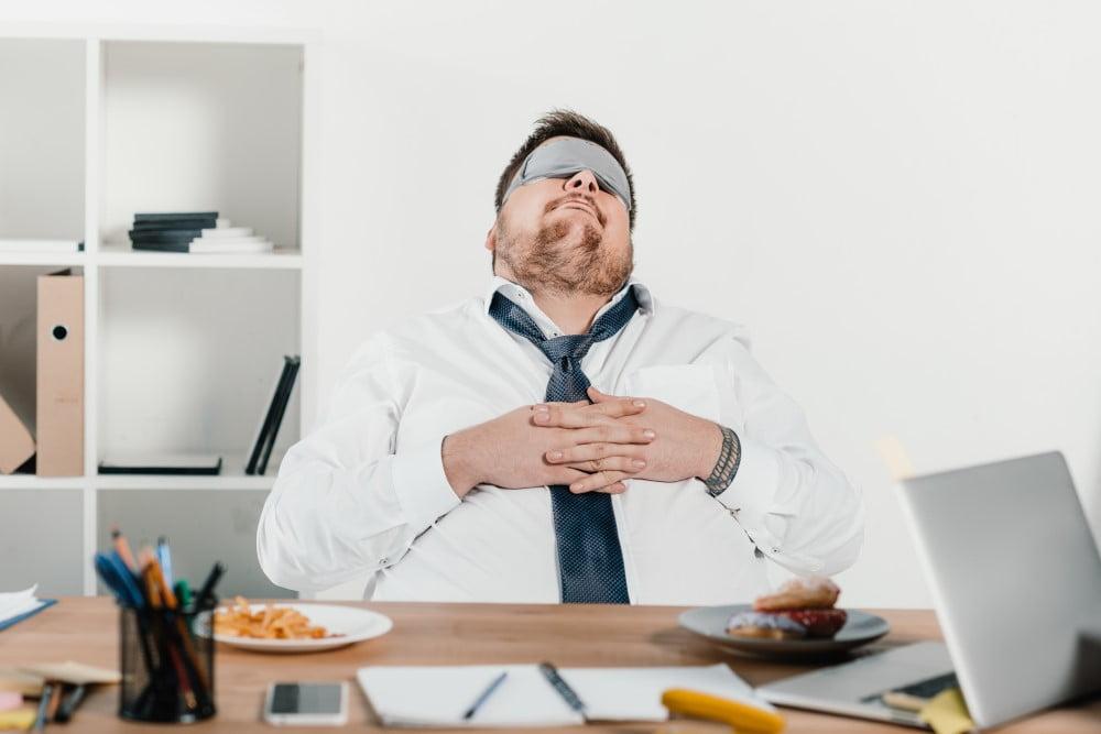 Giv din far noget godt at sove på til hans kontor, hvis han ofte arbejder sent