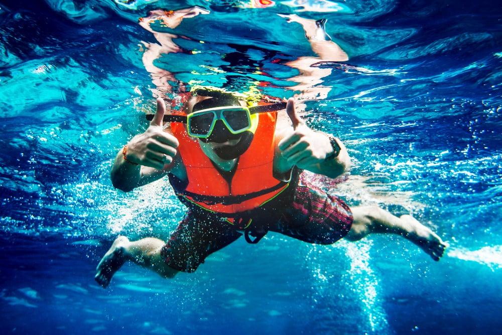 Giv din far nye oplevelser under vandet med et snorkelsæt